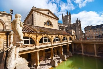 Small-Group Day Trip to Stonehenge, Bath and Windsor from London