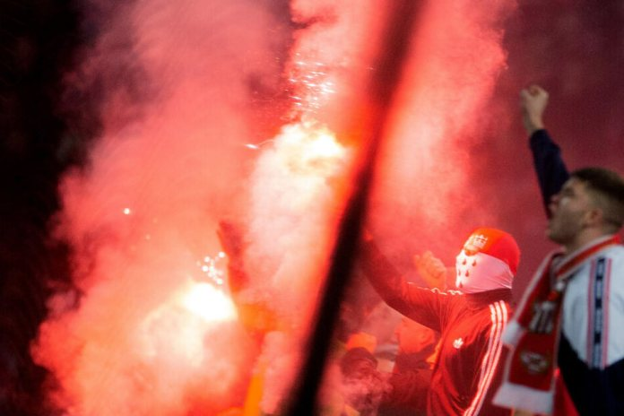 Cologne fans burn down Pyros.