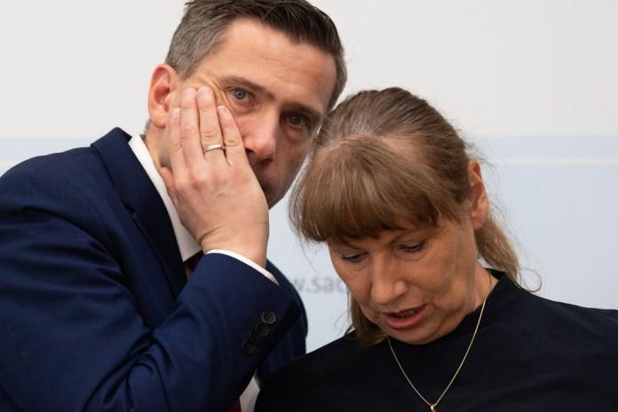 Martin Dulig (46, SPD), Wirtschaftsminister von Sachsen, und Petra Köpping (61, SPD), Sozialministerin von Sachsen,