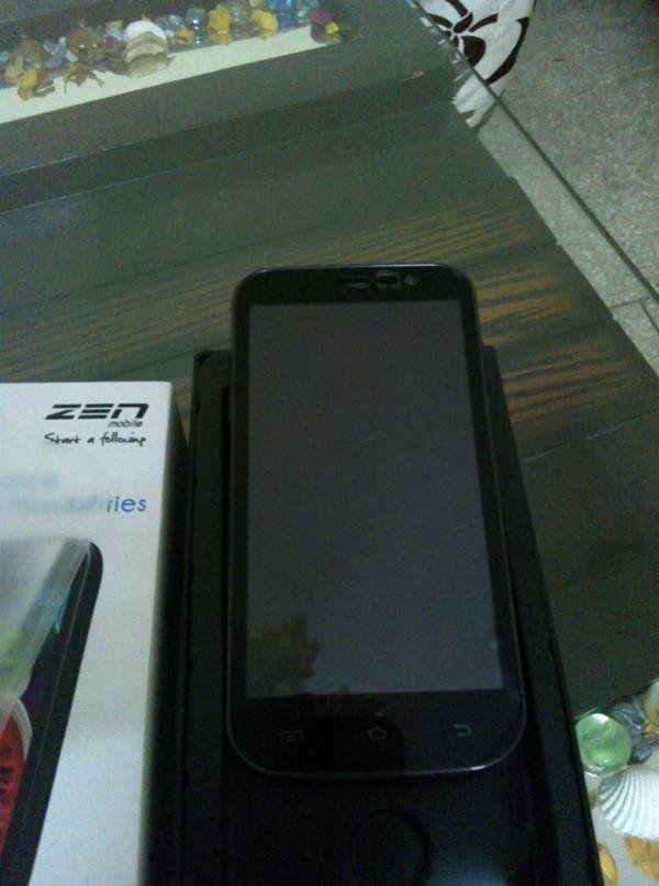 Zen_Ultrafone_701HD_Out_Of_Box