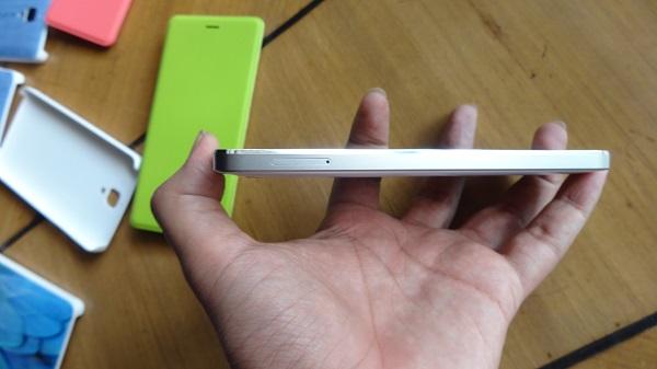 Xiaomi Mi4 Left Side
