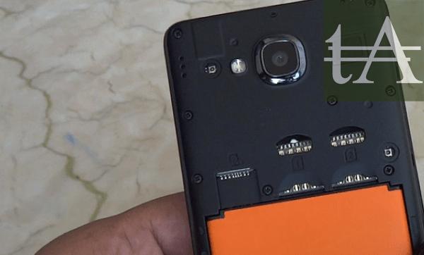 Xiaomi-Redmi-2-Screen-SIM-Slots