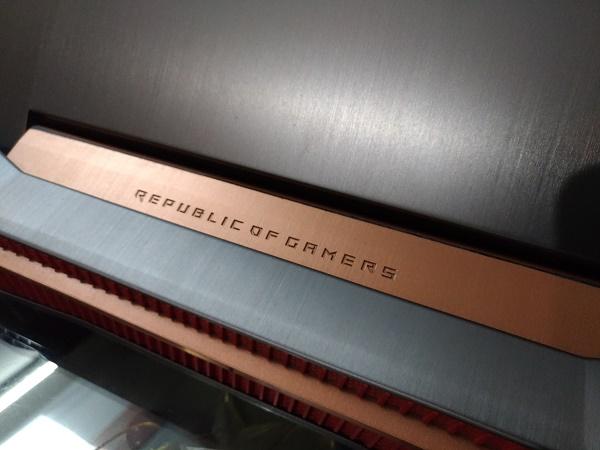 Asus ROG G752VS ROG Logo