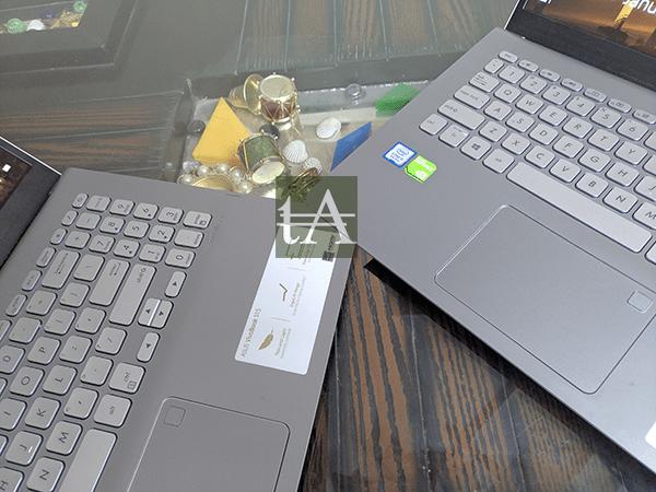 ASUS VivoBook S15 S530U Keyboard Trackpad Side