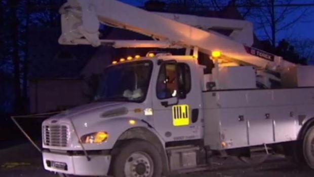 [TLMD - NY] Miles de hogares en NY aún sin electricidad