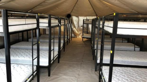 Por dentro: centro temporal para niños inmigrantes no acompañados en Tornillo