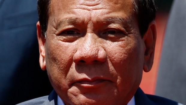 Polémico presidente aconseja disparar en los genitales a mujeres terroristas