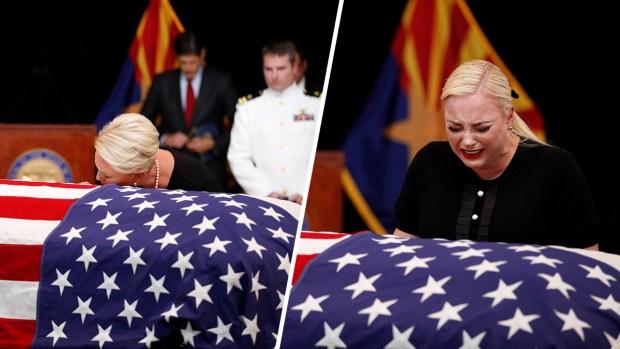 Emotivo tributo: Cindy McCain acaricia el ataúd de su marido y su hija rompe en llanto