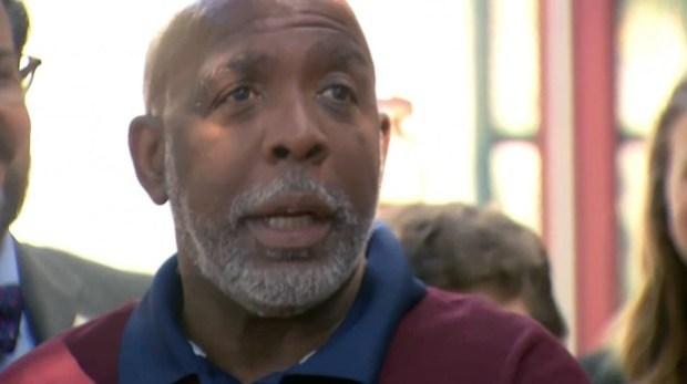 Preso 32 años por crimen que no cometió: cómo logró quedar libre