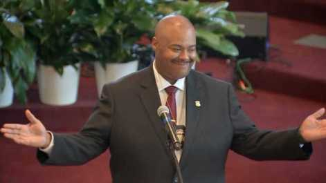 William Gross presta juramento como primer comisionado afro-americano en Boston