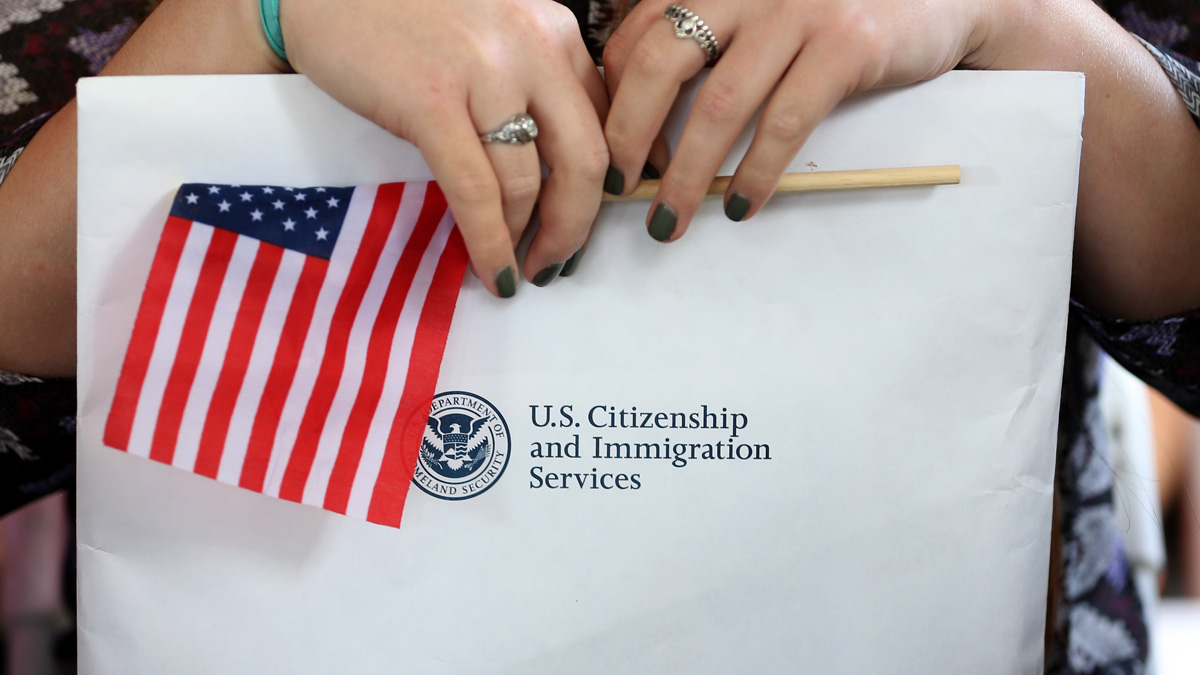 Citizenship for essential workers: pressure on Biden to legalize this group of immigrants