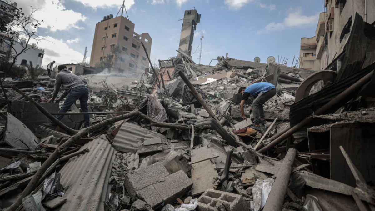 Bombings between Israel and Hamas militants continue on Tuesday