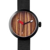 montre Clomm noir, fond bois foncé, bracelet cuir noir