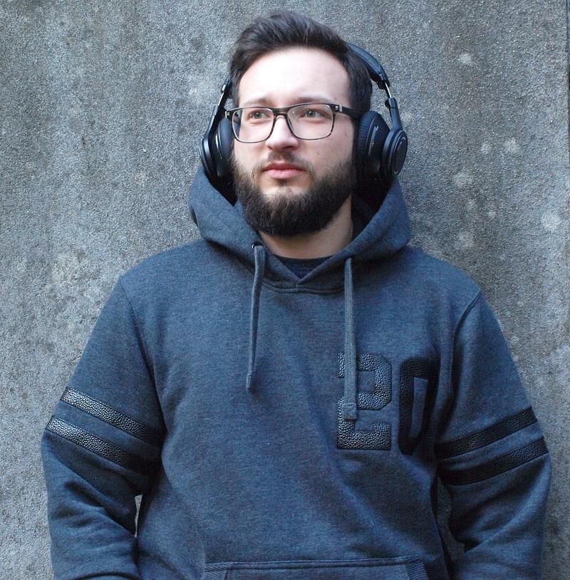 Julien et le Plantronics BackBeat Pro