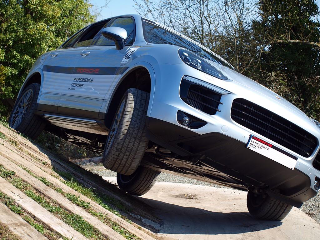 Porsche Experience Center- porsche cayenne off-road