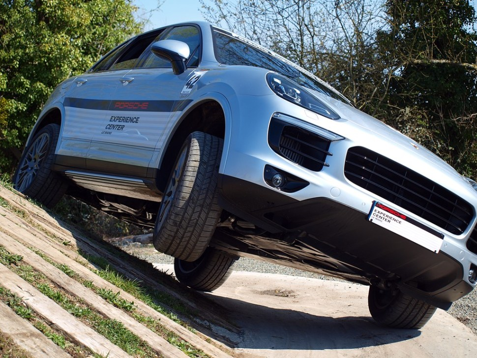 Porsche Experience Center- porsche cayenne off-road