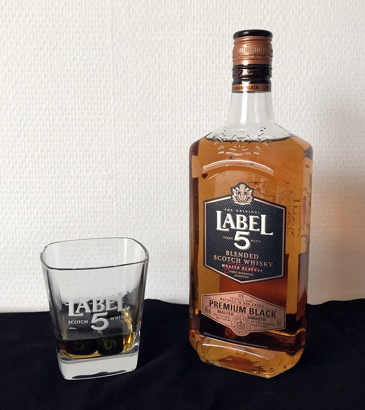label 5 premium black et son verre