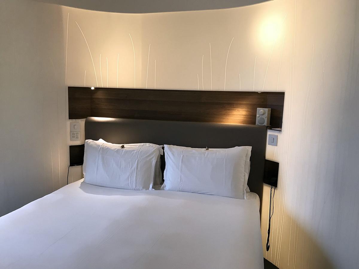 chambre hi-macs - lit