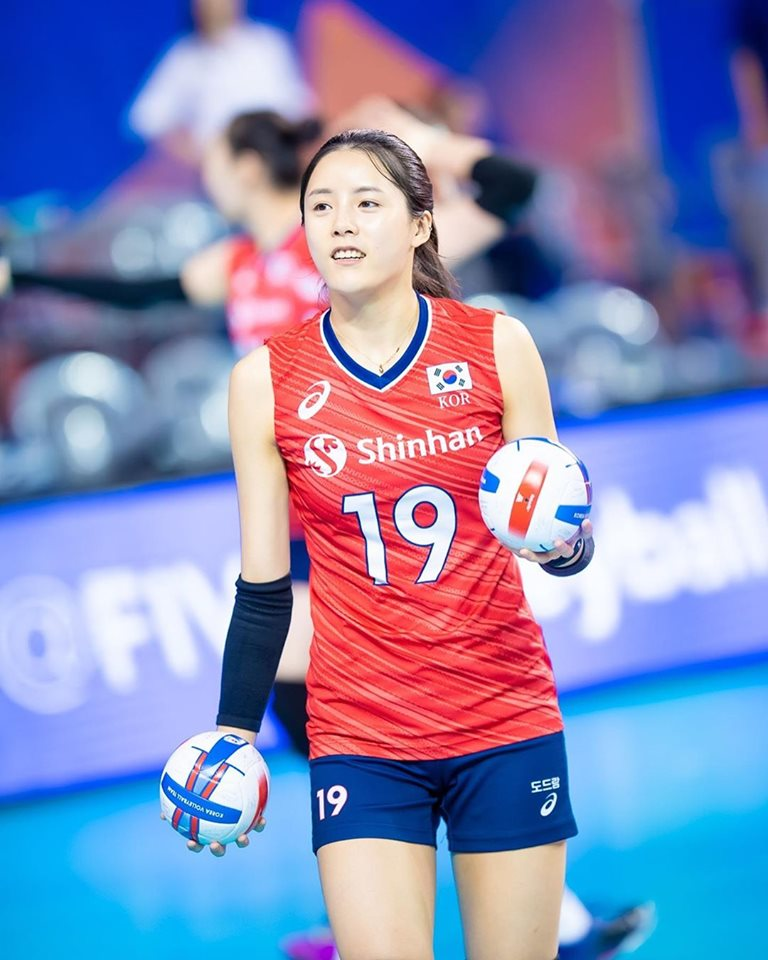 hot girl volleyball, lee da yeong, korean volleyball player, korean volleyball team, korean female athlete