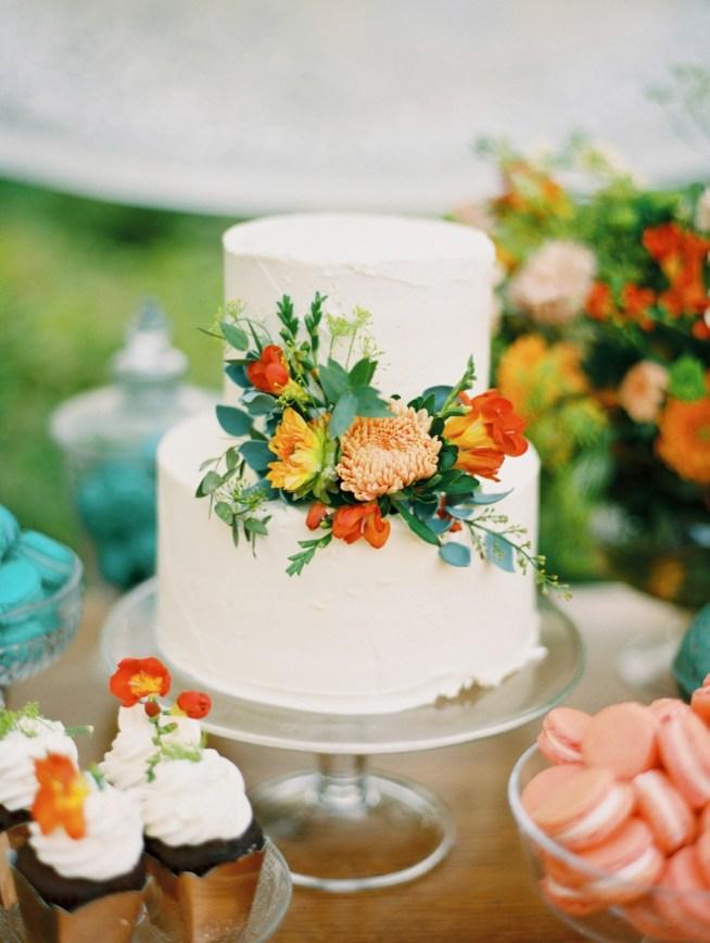 Rustik tårta och dessertbord sensommarbröllop