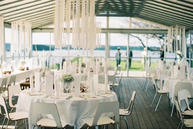 Glastältet på Dalarö Skans dukat till bröllop