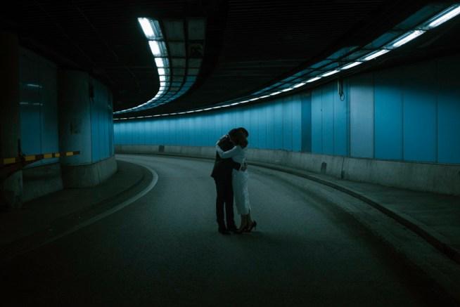 Bröllopsfotografering i en tunnel liam warton