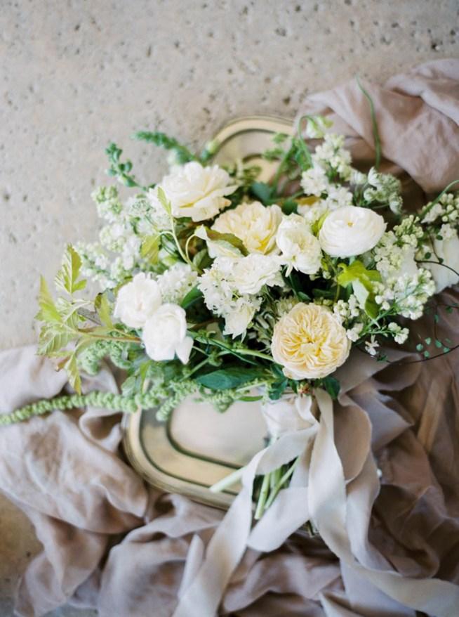 Brudbukett i vita och creme toner