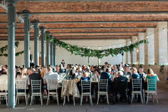 bröllopsmiddag i industriell miljö