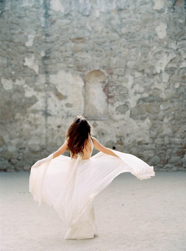 bröllopsinspiration brudkänning med bar rygg
