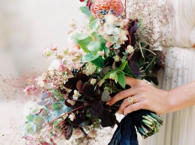 bröllopsinspiration brudbukett i höstfärger