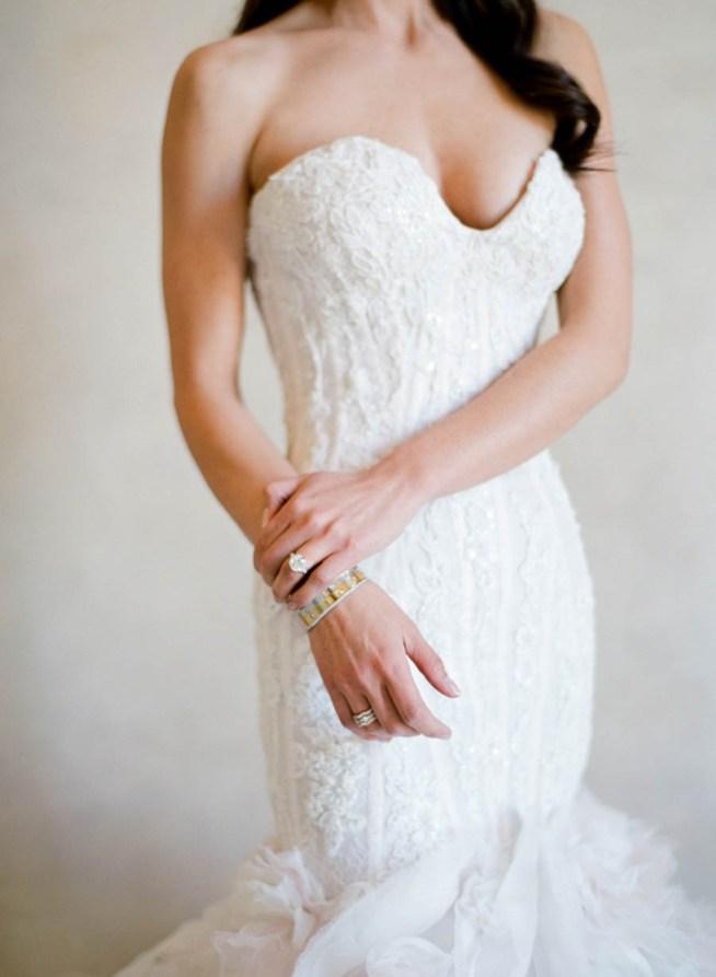 axelbandslös klassisk klänning
