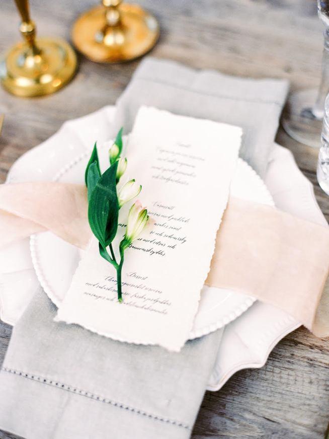 bröllopsdukning med meny från elins art studio