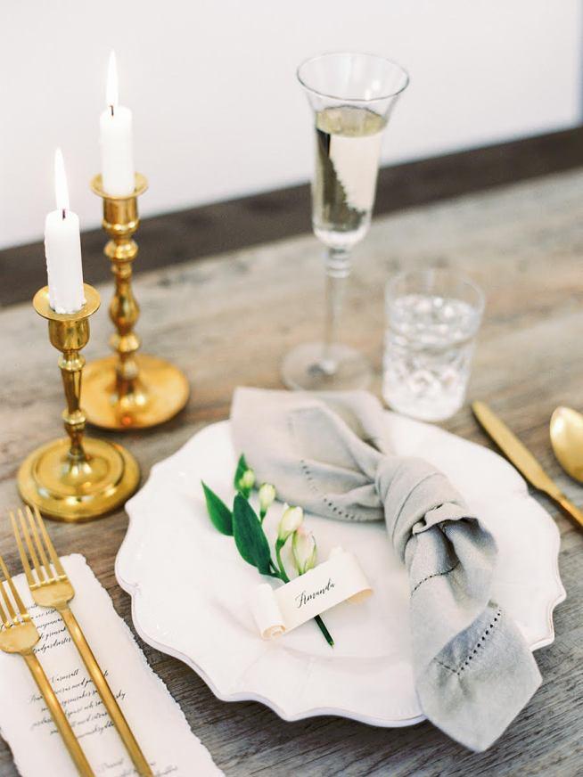 bröllopsdukning med placerkort från Elins Art Studio
