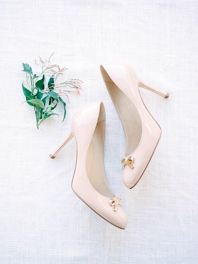 ljusrosa skor med rosett till bröllop