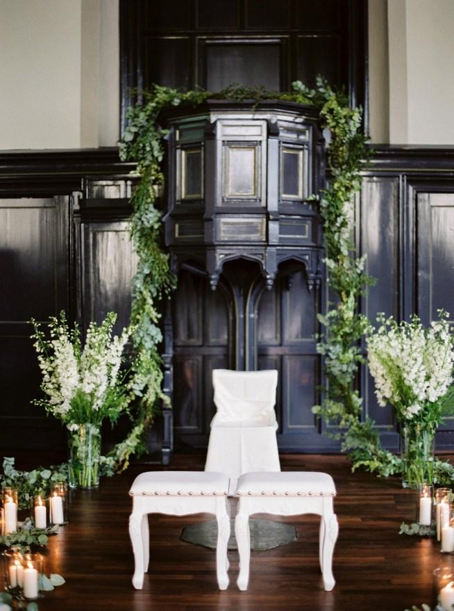 vigselplats med vita blommor Pia Clodi Peaches & Mint