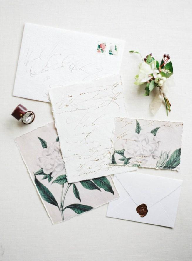 trycksaker till bröllop med blommor