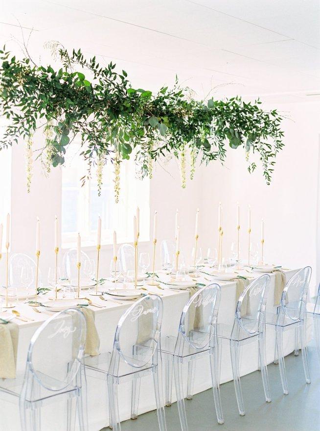 hängande blomsterdekoration till bröllop