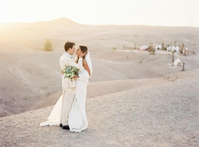 Sofia & Alex bröllop i Marockanska öknen fotograferat av 2 Brides Photography