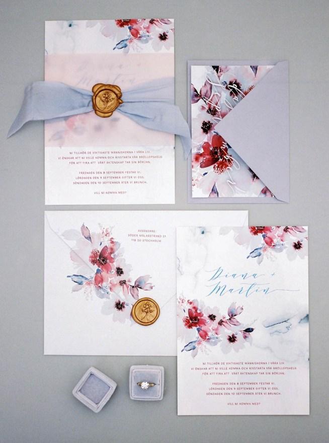 bröllopsinbjudan i lila toner