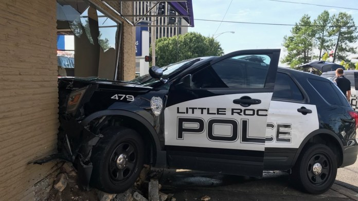 Little Rock police car crashes into building on corner of Chester and Capitol