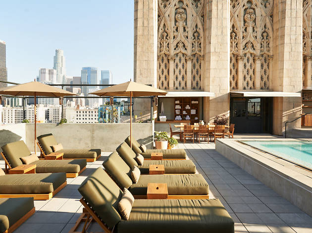 Best Pool Bars In Los Angeles Open To The Public