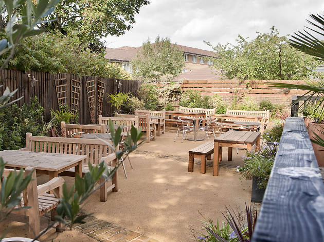 Cosy Pub Gardens In London Open For Tier 2 This Winter