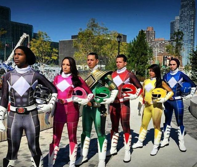 See The Stars And Superheroes Of New York Comic Con 2015