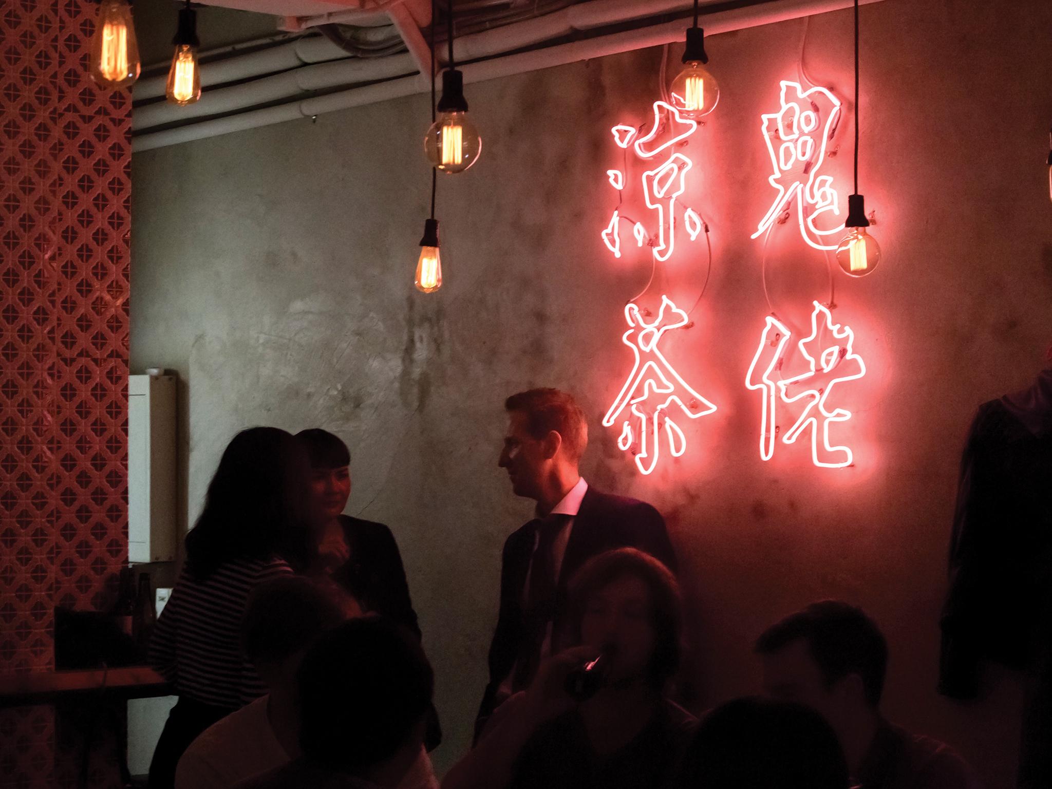 何蘭正 | 香港蘇豪的酒吧