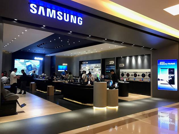 Samsung Experience Store Shopping In Siam Bangkok