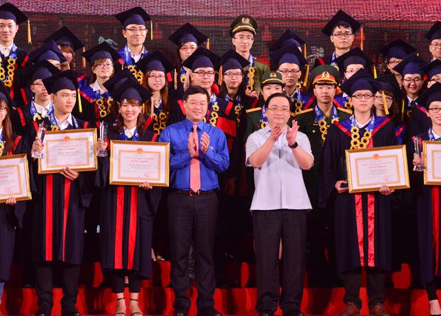 Hình ảnh Hà Nội: 25 thủ khoa xuất sắc được đặc cách vào công chức số 1