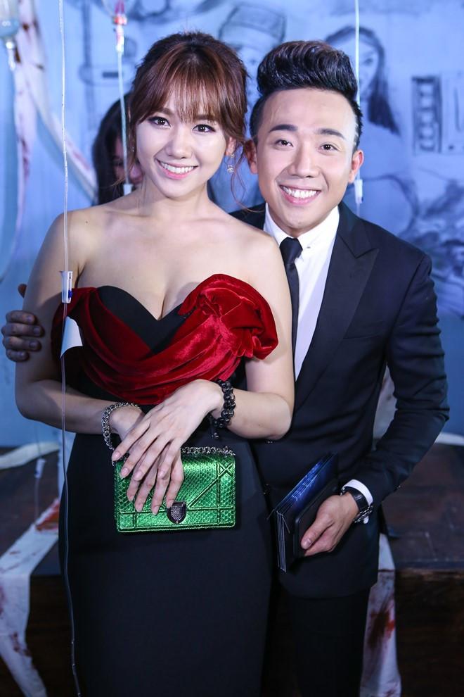 Hari Won gặp khó khăn vì váy hở bạo, Trấn Thành có hành động tinh tế 2