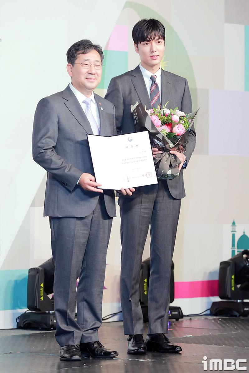 Lee Min Ho điển trai như nam thần trong lần đầu dự sự kiện sau khi xuất ngũ 5