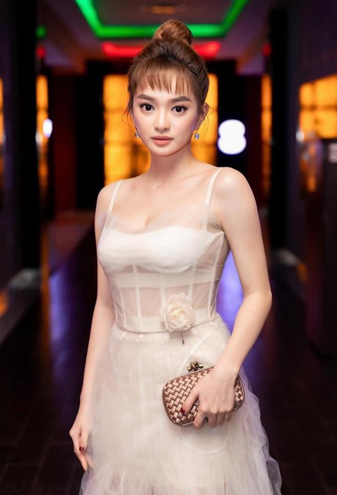 'Em chưa 18' Kaity Nguyễn khoe vóc dáng vạn người mê tuổi 19 6