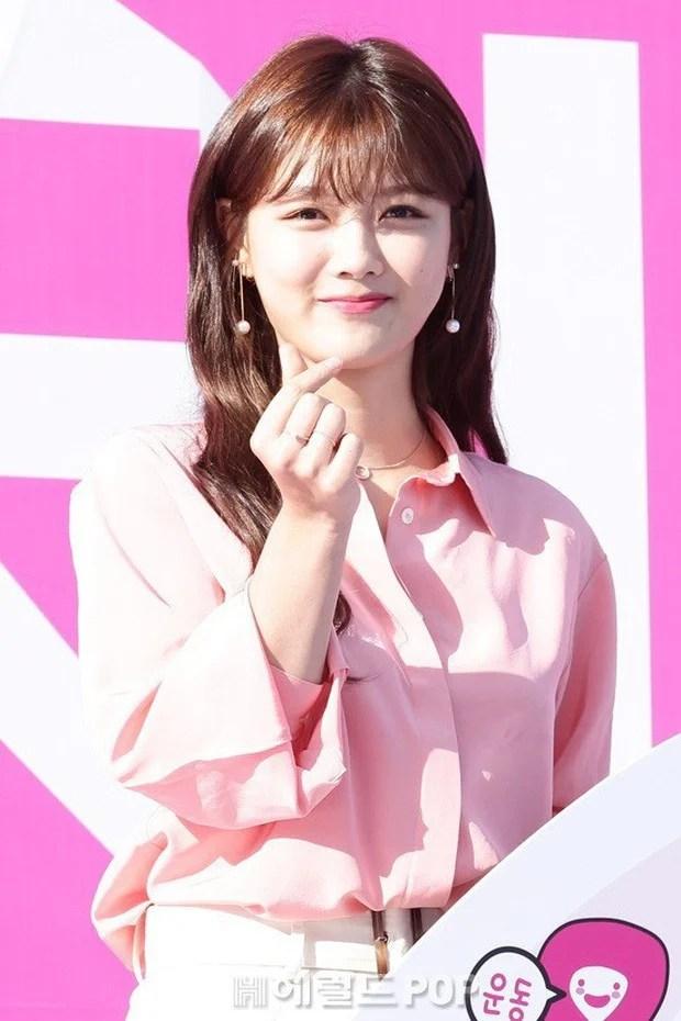 Xuất hiện cô gái sở hữu nhan sắc 'soán ngôi' Song Hye Kyo 3